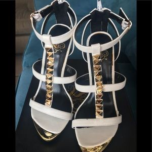 High heels size 7 White color
